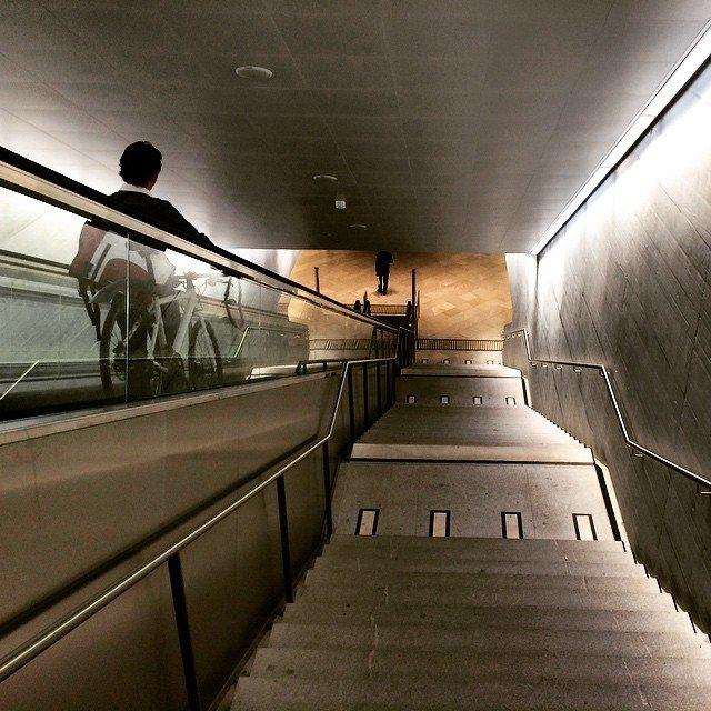Mister @ocaholic unterwegs durch den Zürcher Bahnhof #Bahnhof #Zürich #HauptBahnhof…