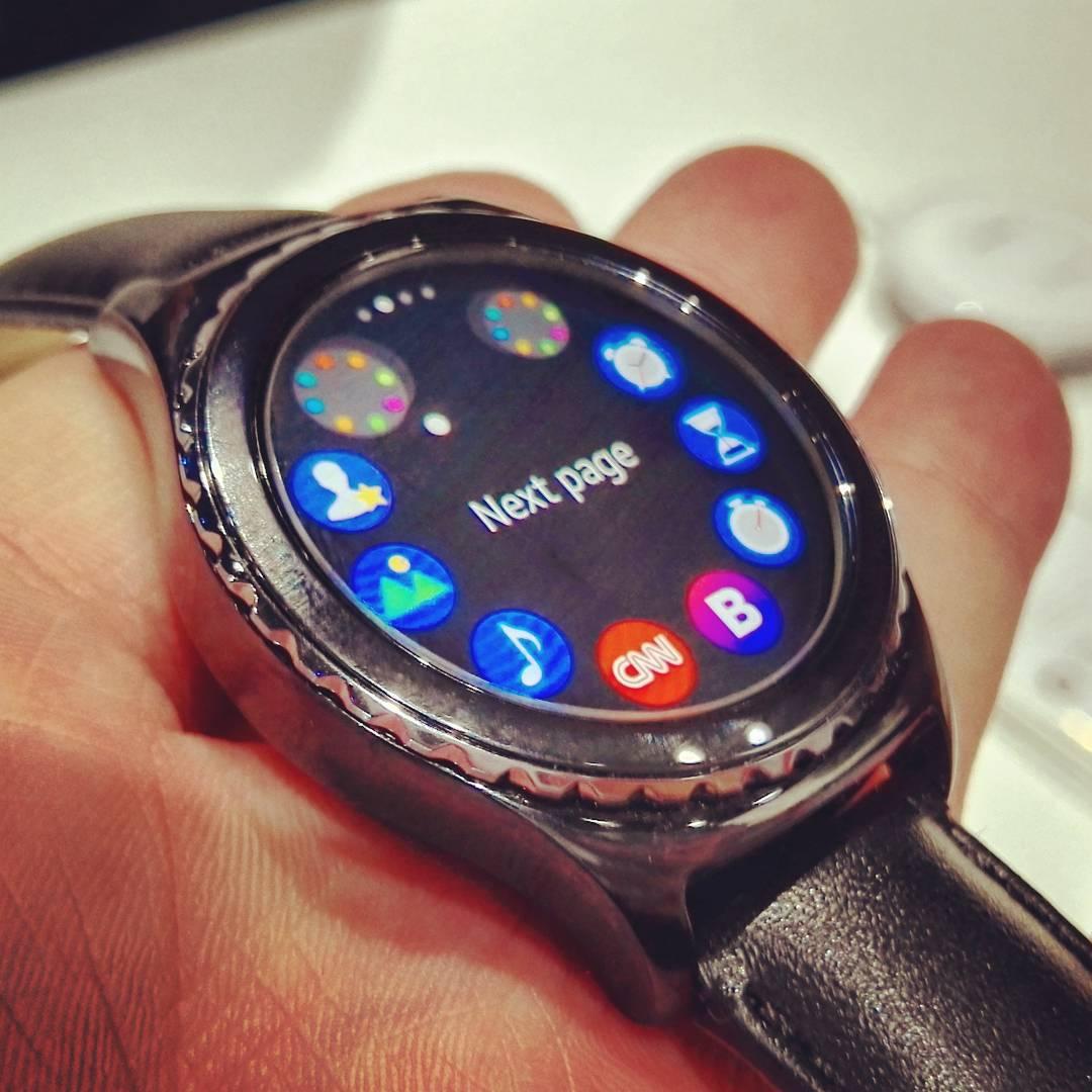 Die neue samsungch Gear S2 Samsung Gadget Wearable Watch trackerhellip