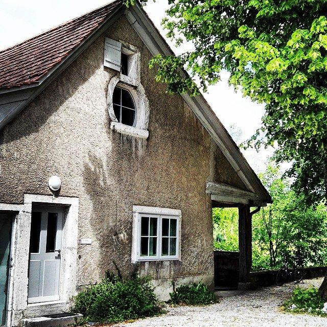 Neuenhaus vom Schloss Waldegg #Solothurn #Schloss #Waldegg #Museum #haus #building…