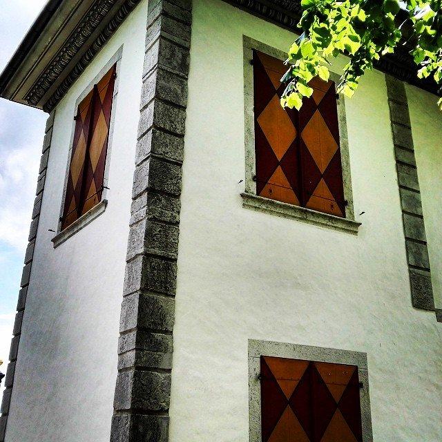 Rückseite von Schloss Waldegg #Schloss #Solothurn #schweiz #building #fenster #suisse…