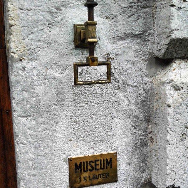 Na dann wollen wir es doch mal versuchen #Klingeln #Museum…