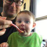 Fütterungszeit im Zug