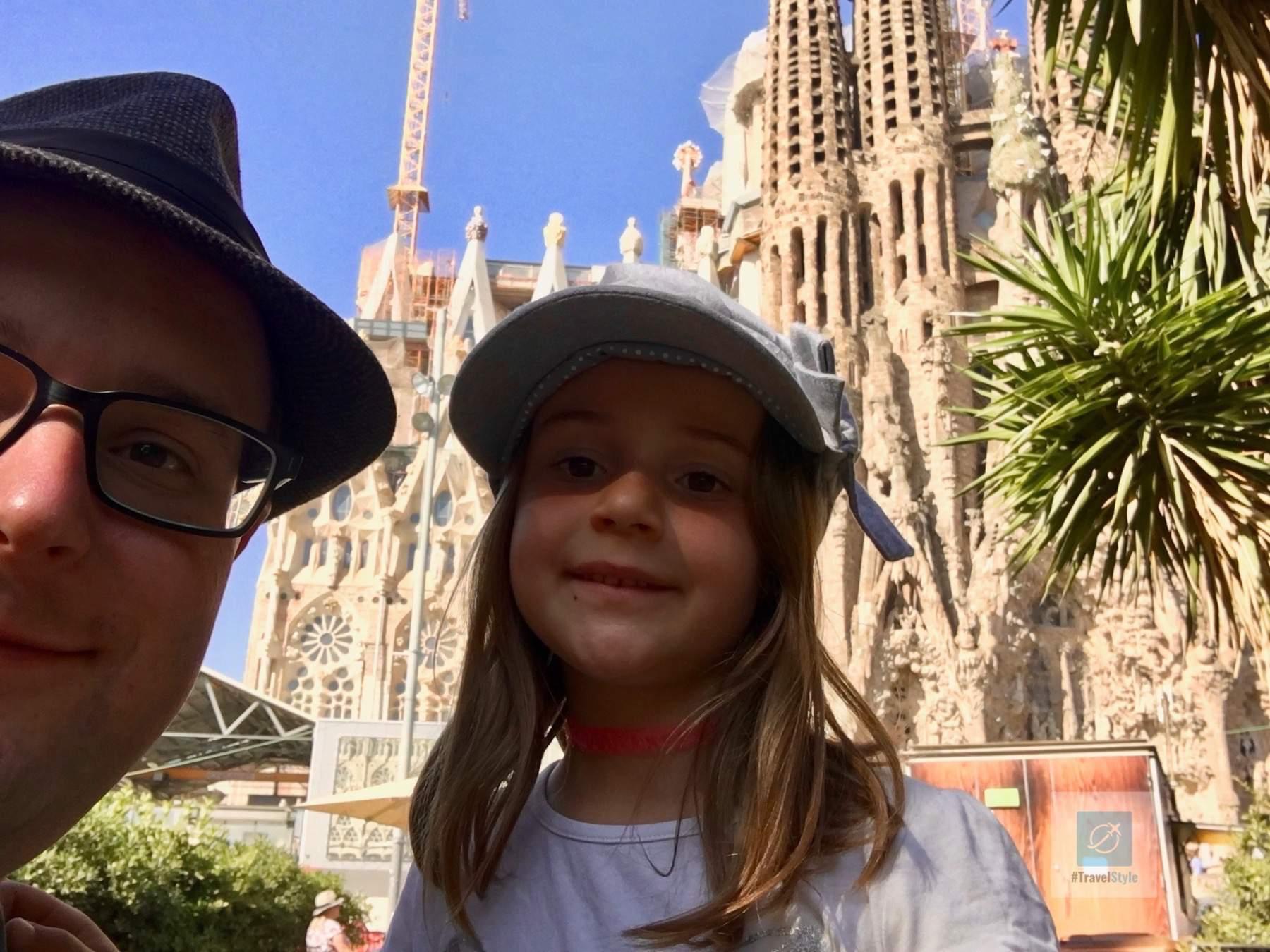 Noch kurz warten auf unseren Einlass in die Familia Sagrada