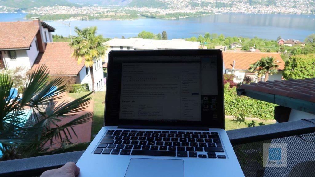 Podcast Postproduktion auf dem Balkon