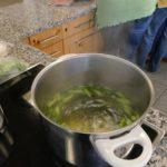 Fleissiges kochen für die Spargel-Quiche