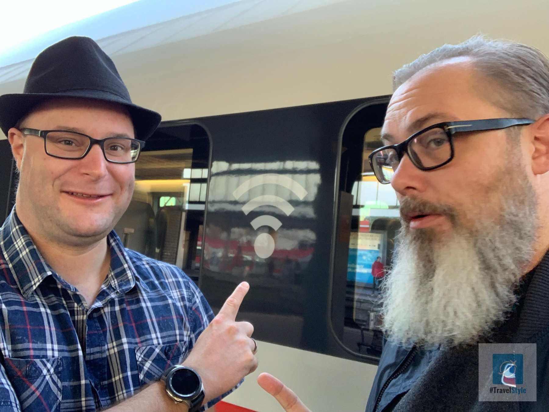 Achim und ich beim Suchen vom WLAN in der deutschen Bahn