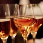 Der Champagner für das Apero