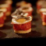 Sellerie-Velouté, Carne Cruda vom Kalb, Gambero Rosso auf Artischocke, Périgord-Truffel.